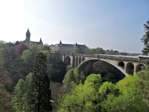 Luxembourg-ville : pont Adolphe et BCEE