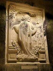 "reins : caves pommery, bas-relief ""louise"""